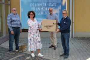 Spendenübergabe an action medeor